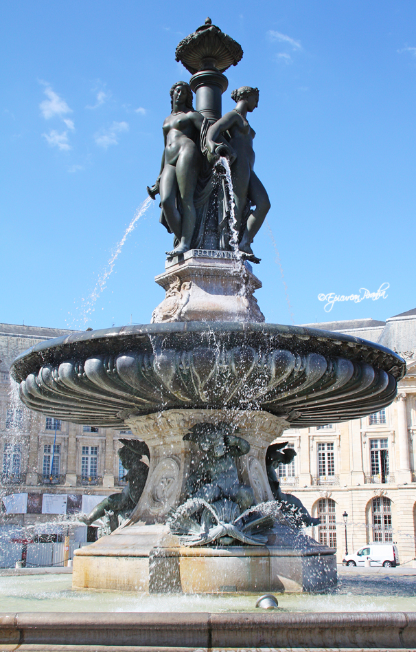 Place de la Bourse, Les 3 Graces