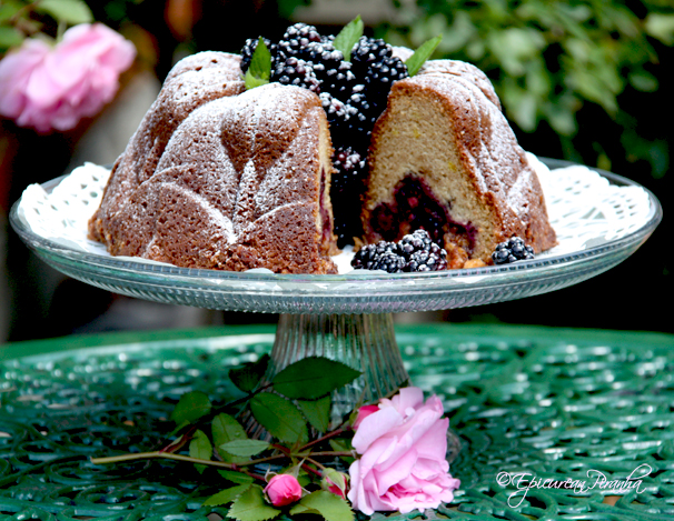 Fresh blackberry sour cream coffee cake