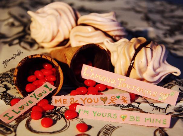 Meringue & chocolate Valentine cones